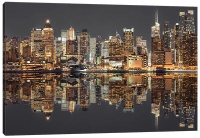 New York V Canvas Art Print