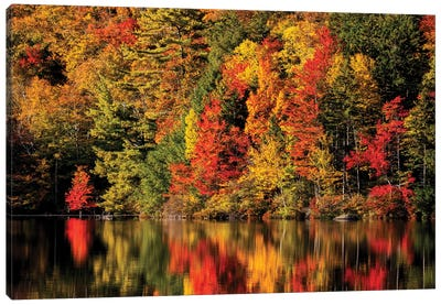 USA, New Hampshire, White Mountains, Fall reflection on Russell Pond Canvas Art Print