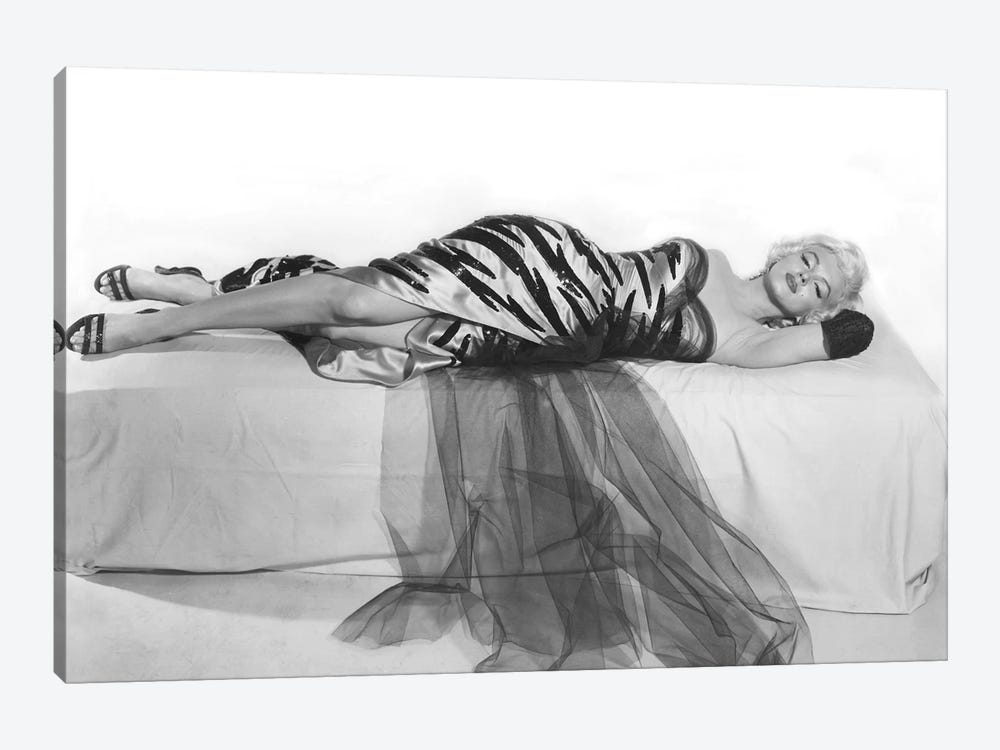 Marilyn Monroe by Rue Des Archives 1-piece Canvas Art
