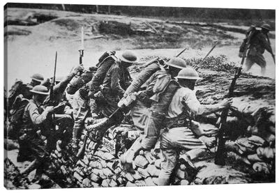 American infantry in WWI leaving their trench to advance against the Germans, 1918  Canvas Art Print