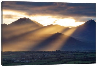 Crepuscular Rays, Macgillycuddy's Reeks, County Kerry, Munster Province, Republic Of Ireland Canvas Art Print
