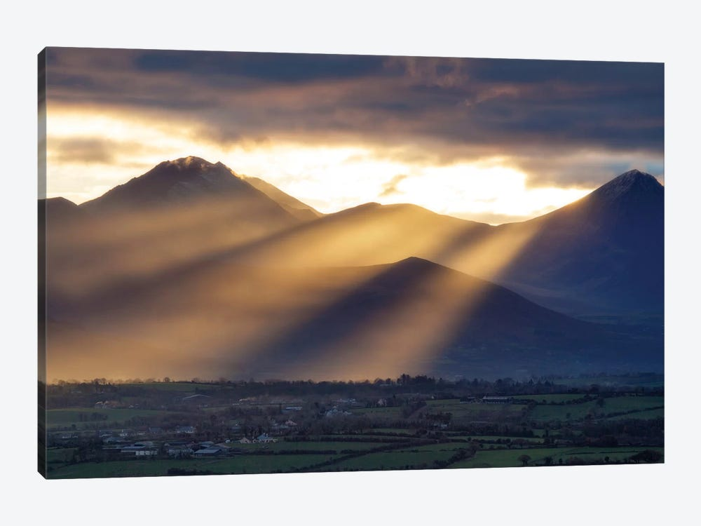 Crepuscular Rays, Macgillycuddy's Reeks, County Kerry, Munster Province, Republic Of Ireland by Gareth McCormack 1-piece Canvas Art Print