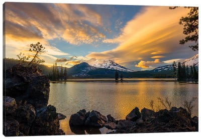 Sunset colors reflect off Diamond Lake from the lenticular clouds  Canvas Art Print