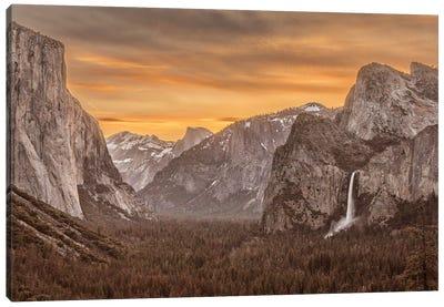 Usa, California, Yosemite, Tunnel View Canvas Art Print