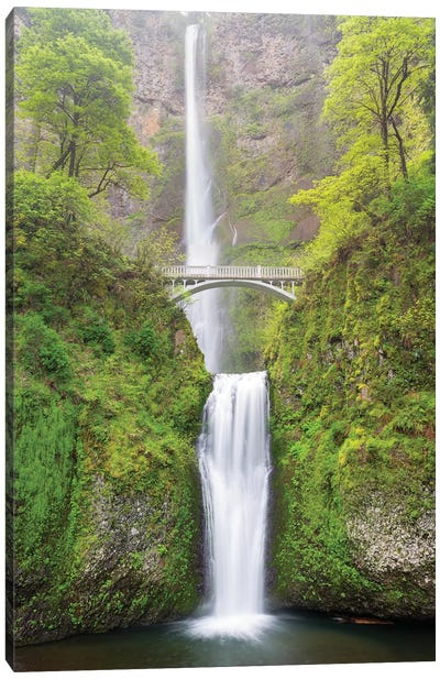 Oregon, Columbia River Gorge National Scenic Area, Multnomah Falls Canvas Art Print
