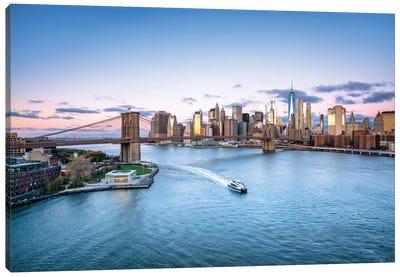 Brooklyn Bridge And Lower Manhattan Skyline On A Winter Morning Canvas Art Print