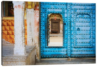 India, Rajasthan. colorful house.  Canvas Art Print