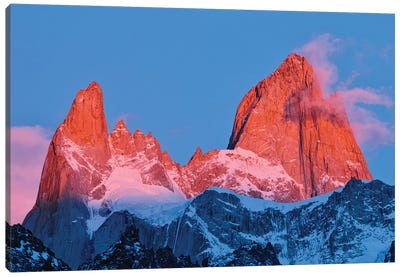 Argentina, Patagonia, Los Glaciares National Park. Sunrise on Mount Fitz Roy. Canvas Art Print