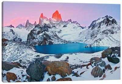 Argentina, Patagonia, Los Glaciares NP. Sunrise on Mount Fitz Roy and Laguna de los Tres. Canvas Art Print
