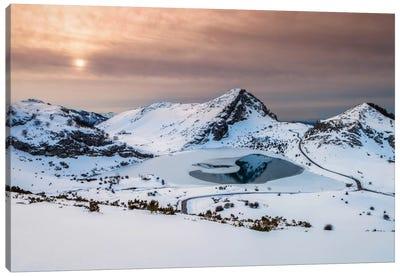 Frozen Lake Canvas Print #LNZ17