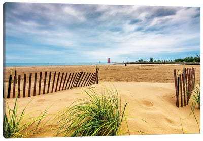 Milwaukee Pierhead Lighthouse And Beach Canvas Art Print