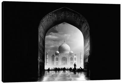 Taj Mahal Canvas Print #OXM2517