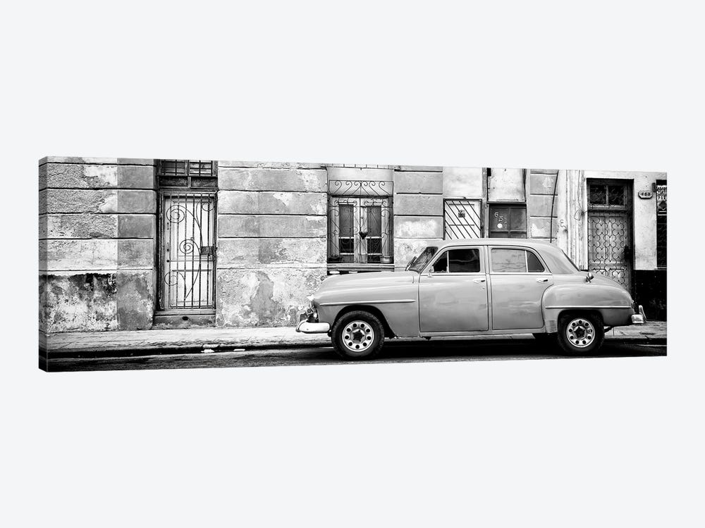 Cuba Fuerte Collection Panoramic BW - Vintage American Car in Havana 1-piece Canvas Wall Art