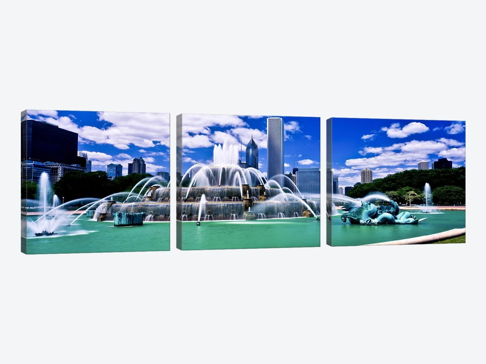 Buckingham Fountain in Grant Park, Chicago, Cook County, Illinois, USA by Panoramic Images 3-piece Canvas Print