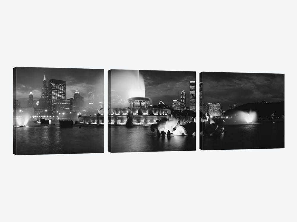 Illuminated Buckingham Fountain In B&W, Grant Park, Chicago, Illinois, USA by Panoramic Images 3-piece Canvas Wall Art