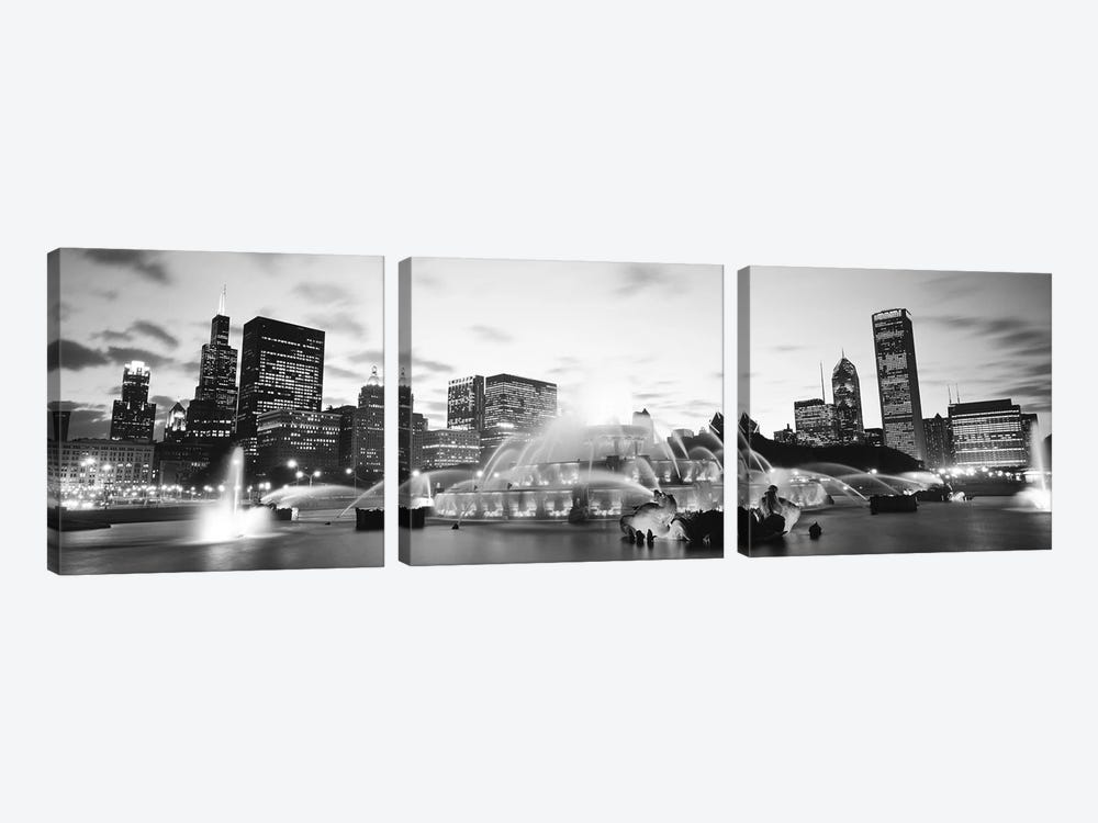 Buckingham Fountain, Grant Park, Chicago, Illinois, USA by Panoramic Images 3-piece Art Print