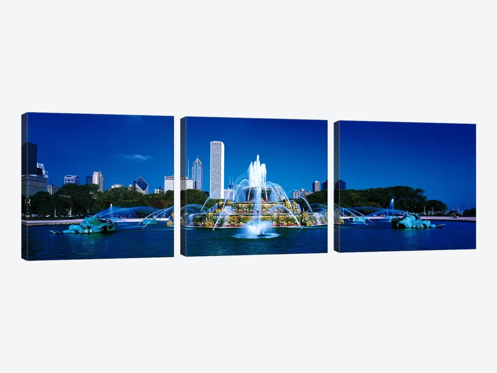 Buckingham Fountain Chicago IL USA by Panoramic Images 3-piece Canvas Artwork