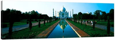 Taj Mahal Agra India Canvas Print #PIM478