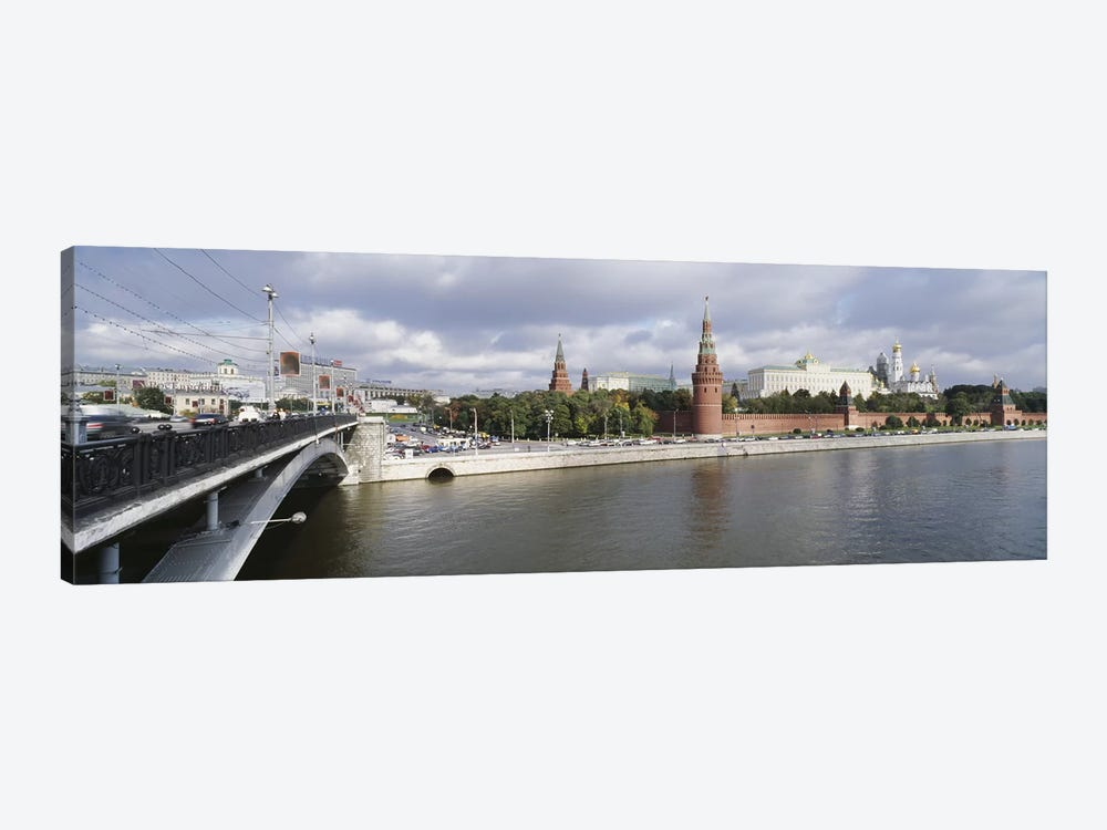 Bridge across a river, Bolshoy Kamenny Bridge, Grand Kremlin Palace, Moskva River, Moscow, Russia by Panoramic Images 1-piece Art Print