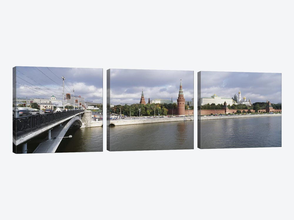 Bridge across a river, Bolshoy Kamenny Bridge, Grand Kremlin Palace, Moskva River, Moscow, Russia by Panoramic Images 3-piece Art Print