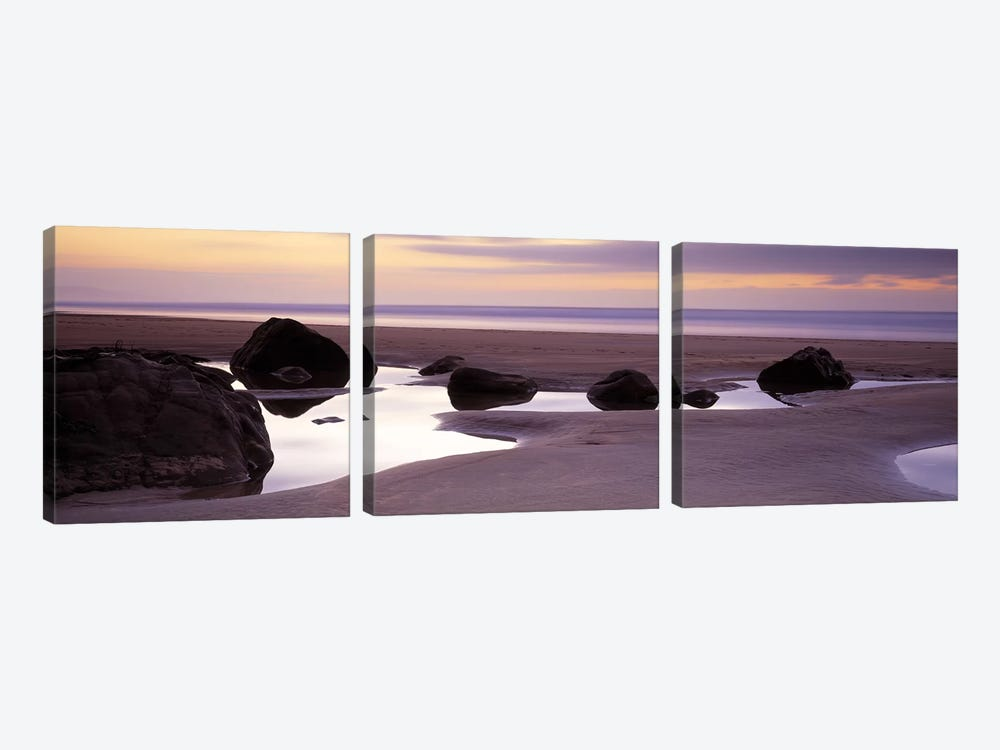 Rocks on the beachSandymouth Bay, Bude, Cornwall, England 3-piece Canvas Print