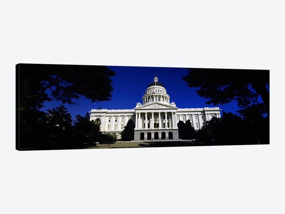 Facade of a government buildingCalifornia State Capitol Building, Sacramento, California, USA by Panoramic Images 1-piece Canvas Print