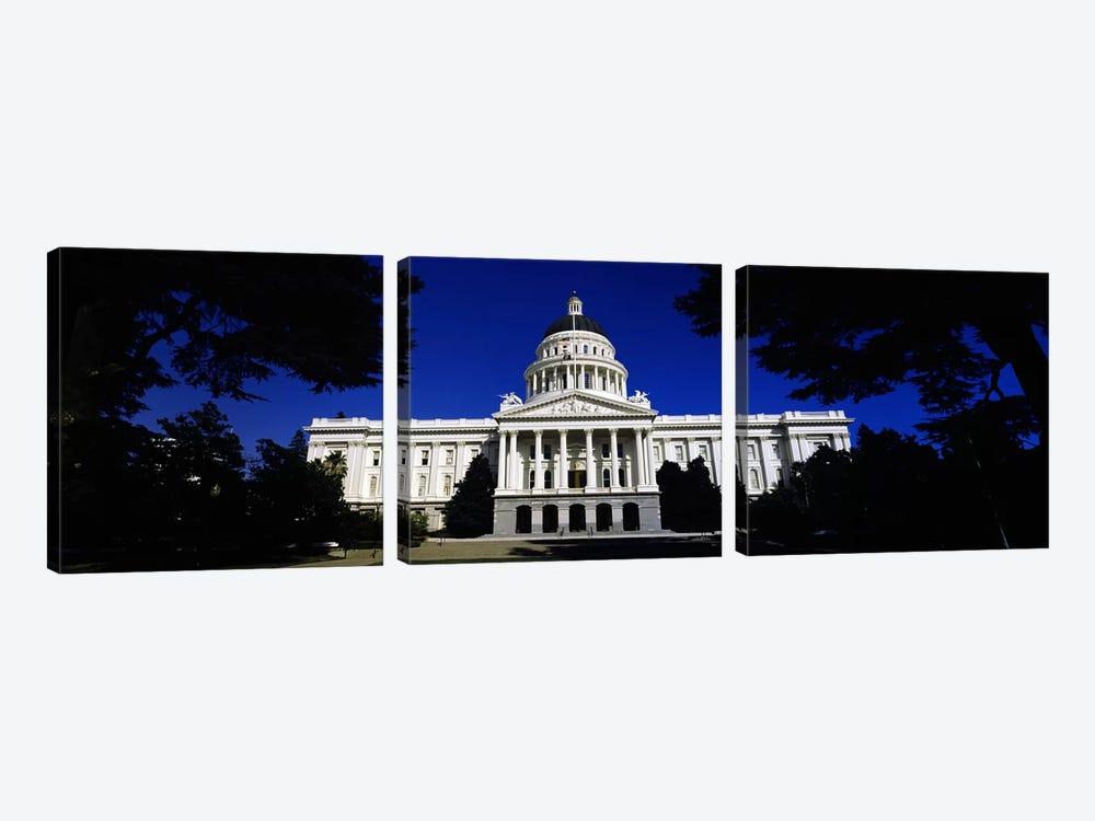 Facade of a government buildingCalifornia State Capitol Building, Sacramento, California, USA by Panoramic Images 3-piece Canvas Art Print