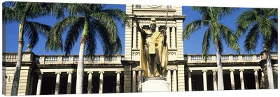 Statue of King Kamehameha in front of a government building, Aliiolani Hale, Honolulu, Oahu, Honolulu County, Hawaii, USA Canvas Art Print