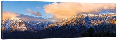 Winter sunrise on Mount Tom and the Sierra crest, Inyo National Forest, California, USA Canvas Art Print