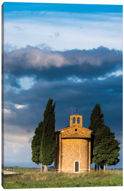 Italy, Tuscany, Val Di D'Orcia, Vitaleta chapel in the morning. Canvas Art Print