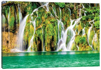 Waterfalls in the Parco Nazionale dei laghi di Plitvice Canvas Art Print