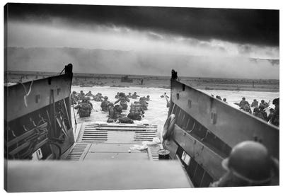 WWII Photo Of American Troops Approaching Omaha Beach Canvas Art Print