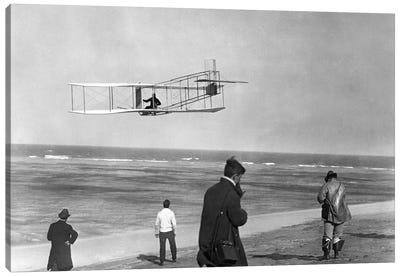 1911 One Of The Wright Brothers Flying A Glider And Spectators On Ocean Beach Kill Devil Hills Kitty Hawk North Carolina USA Canvas Art Print