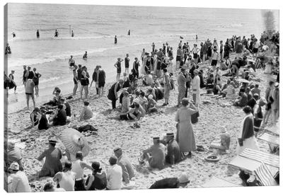 1920s Crowd Of People Some Fully Clothed Others In Bathing Suits On Palm Beach In Florida USA Canvas Art Print