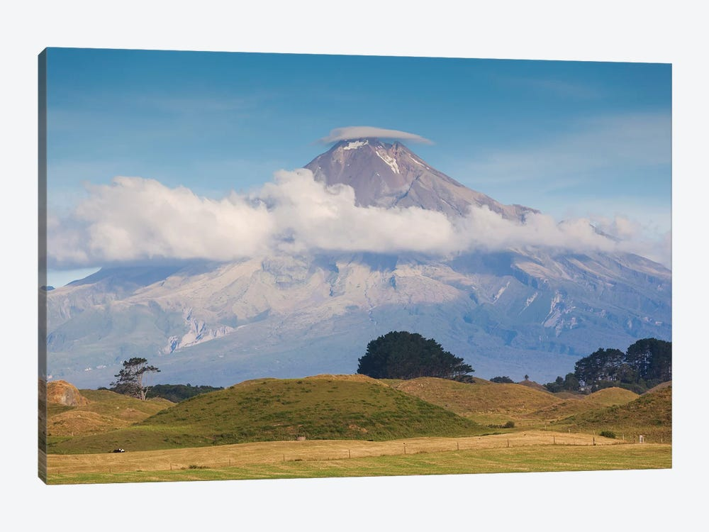 New Zealand, North Island, Pungarehu. Mt. Taranaki 1-piece Canvas Art Print